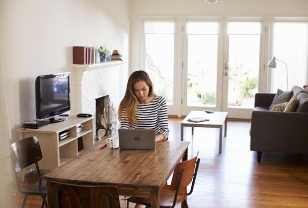 vier von zehn unternehmen erlauben arbeit im home office. Black Bedroom Furniture Sets. Home Design Ideas